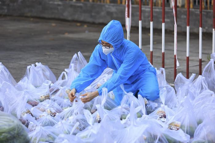 Khánh Vân, Kim Duyên, Lệ Hằng lan tỏa yêu thương với dự án 'Chuyến xe thực phẩm 0 đồng' lần 7 Ảnh 5