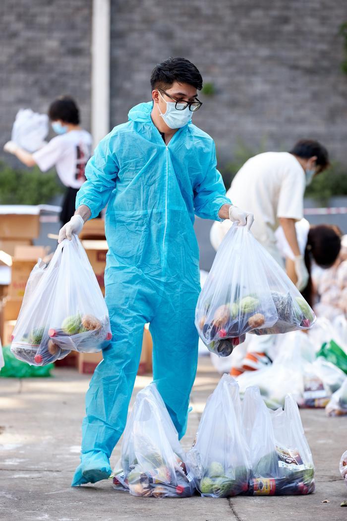 Khánh Vân, Kim Duyên, Lệ Hằng lan tỏa yêu thương với dự án 'Chuyến xe thực phẩm 0 đồng' lần 7 Ảnh 11