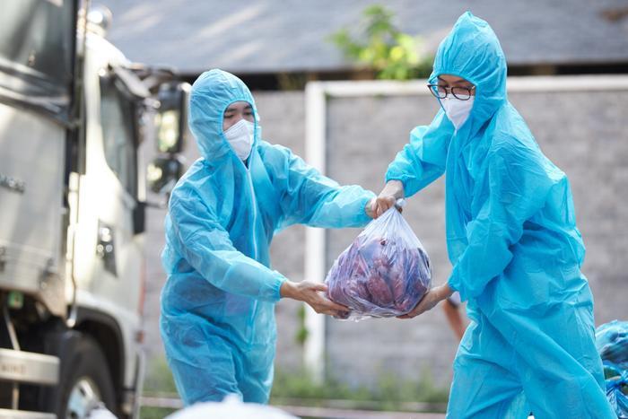 Khánh Vân, Kim Duyên, Lệ Hằng lan tỏa yêu thương với dự án 'Chuyến xe thực phẩm 0 đồng' lần 7 Ảnh 4