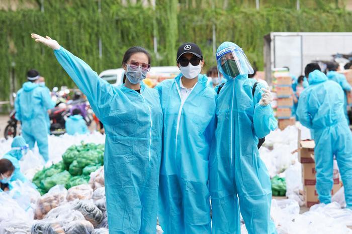 Khánh Vân, Kim Duyên, Lệ Hằng lan tỏa yêu thương với dự án 'Chuyến xe thực phẩm 0 đồng' lần 7 Ảnh 3