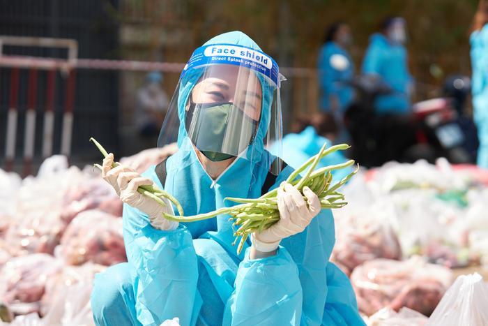 Khánh Vân, Kim Duyên, Lệ Hằng lan tỏa yêu thương với dự án 'Chuyến xe thực phẩm 0 đồng' lần 7 Ảnh 14