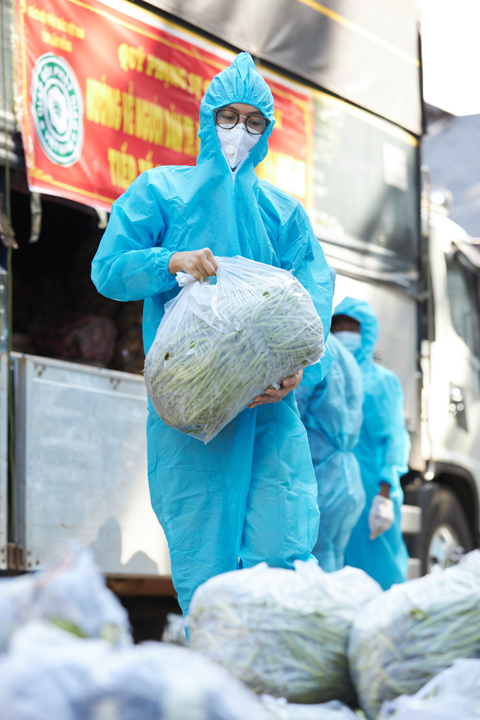 Khánh Vân, Kim Duyên, Lệ Hằng lan tỏa yêu thương với dự án 'Chuyến xe thực phẩm 0 đồng' lần 7 Ảnh 9