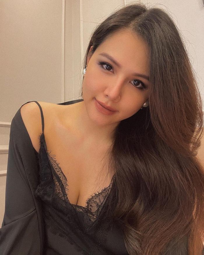 Phanh Lee khiến fan tròn mắt vì vẻ gợi cảm sau nửa tháng sinh con gái đầu lòng Ảnh 2