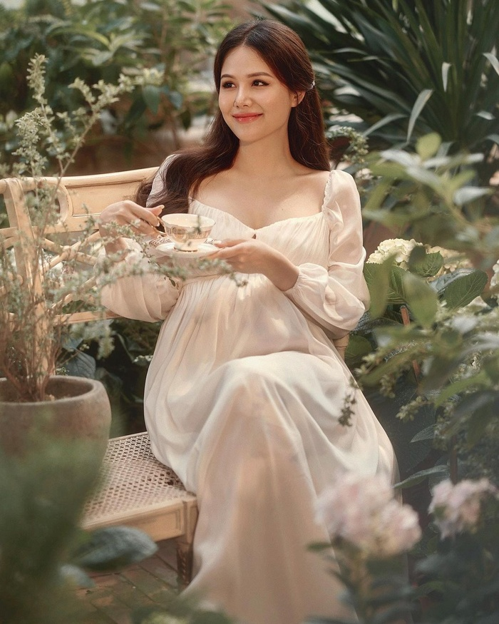 Phanh Lee khiến fan tròn mắt vì vẻ gợi cảm sau nửa tháng sinh con gái đầu lòng Ảnh 5