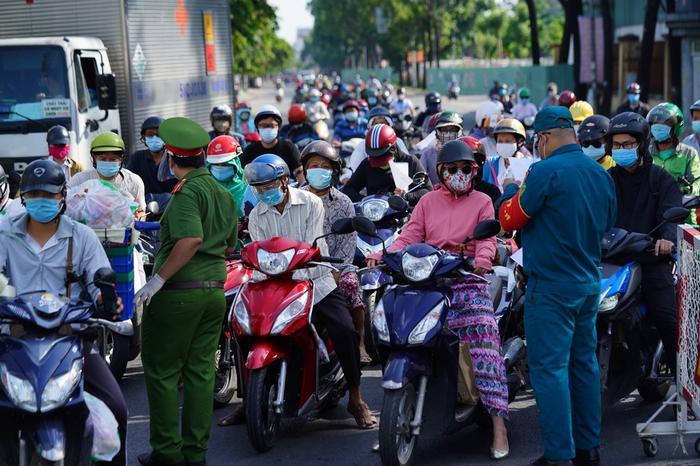 TP.HCM: Gần 1 triệu lượt người ra đường trong thời gian giãn cách, dự kiến đông hơn trong thời gian tới