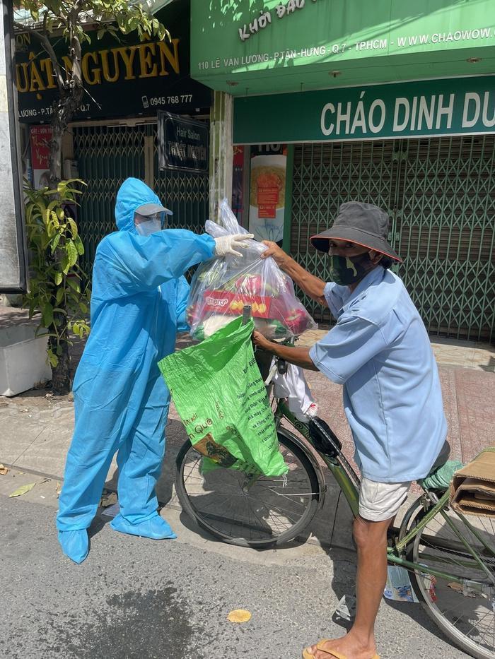 Miss Grand Việt Nam Thuỳ Tiên mua máy thở và 5 tấn gạo tặng người nghèo bằng tiền mừng sinh nhật Ảnh 8