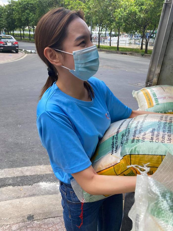Miss Grand Việt Nam Thuỳ Tiên mua máy thở và 5 tấn gạo tặng người nghèo bằng tiền mừng sinh nhật Ảnh 4
