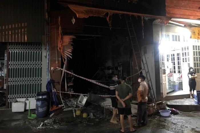 Bình Dương: Cháy lớn trong đêm khiến 5 người trong một gia đình tử vong Ảnh 1