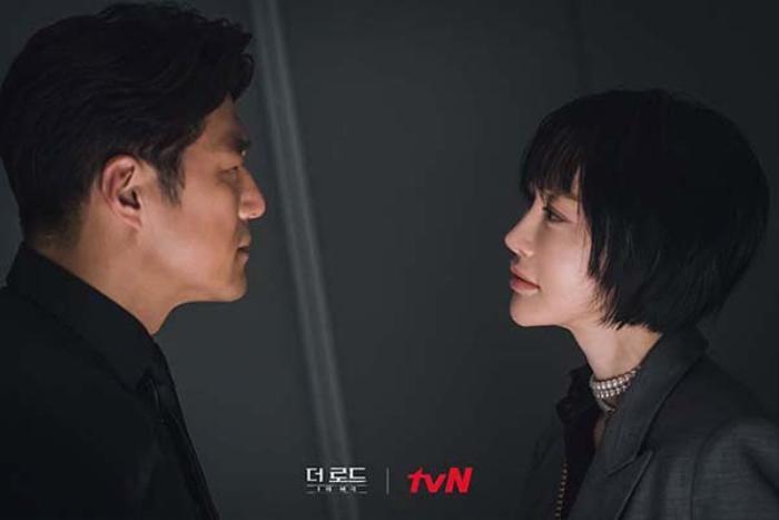 Mối quan hệ bí mật giữa nhân tình Kim Hye Eun và vợ Yoon Se Ah trong 'Bi kịch thượng lưu'