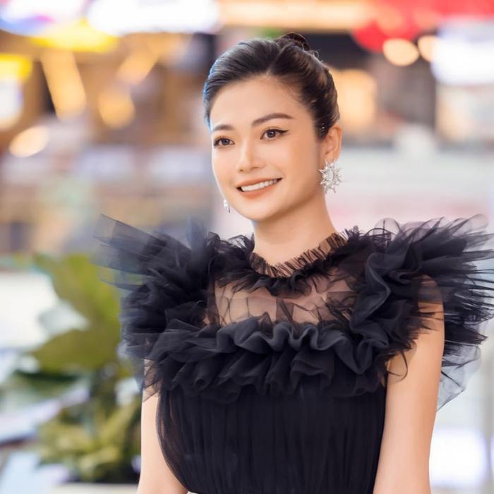Sao Việt 'não cá vàng' mùa dịch: Người quên áo, riêng Noo Phước Thịnh quên quần khi livestream Ảnh 2
