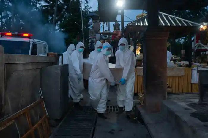 Ca Covid-19 tử vong ở Đông Nam Á tăng vọt, hội Chữ thập đỏ báo động Ảnh 1