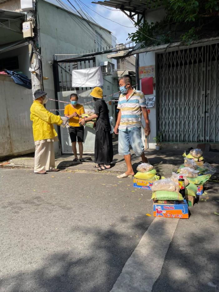 Cát Phượng 'hết tiền' vì làm từ thiện, kêu gọi quyên góp để giúp đỡ bà con khó khăn Ảnh 3