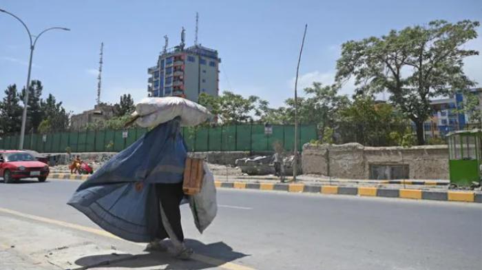 Một phụ nữ Afghanistan bị Taliban bắn chết vì không mặc áo burqa khi ra đường Ảnh 1