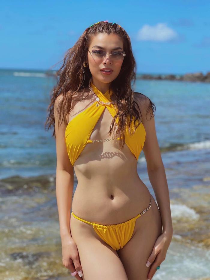 Trân Đài tiếp tục 'đốt mắt' người hâm mộ với loạt ảnh mặc bikini vàng tươi rực rỡ cả một góc trời Ảnh 1