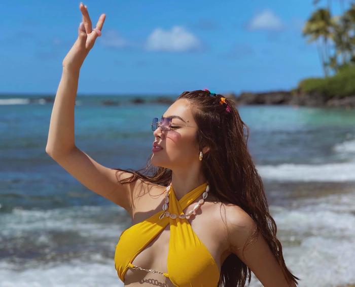 Trân Đài tiếp tục 'đốt mắt' người hâm mộ với loạt ảnh mặc bikini vàng tươi rực rỡ cả một góc trời Ảnh 4