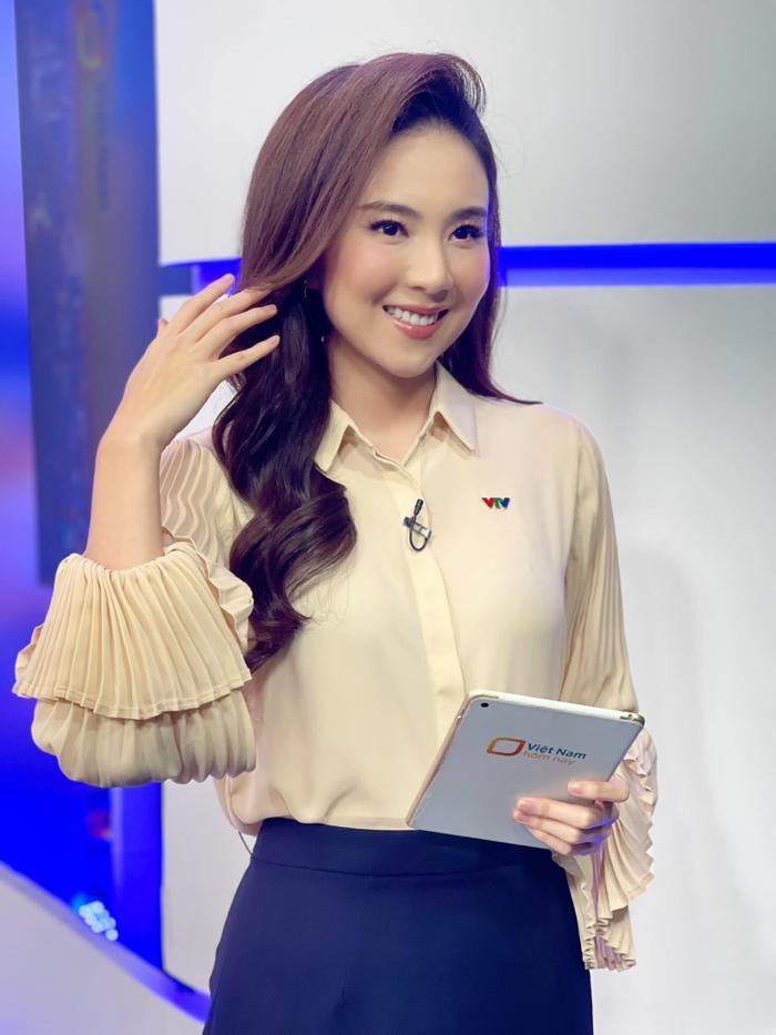 MC VTV Mai Ngọc tiết lộ điều bất ngờ khi lên sóng: Đi làm 9 năm, trang phục chưa bao giờ trùng lặp Ảnh 1