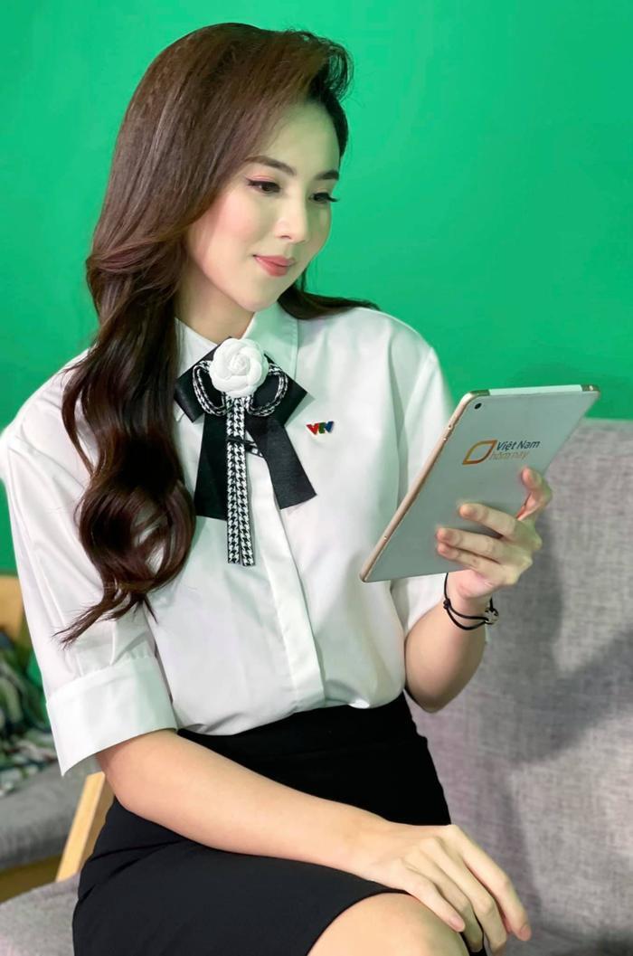MC VTV Mai Ngọc tiết lộ điều bất ngờ khi lên sóng: Đi làm 9 năm, trang phục chưa bao giờ trùng lặp Ảnh 4