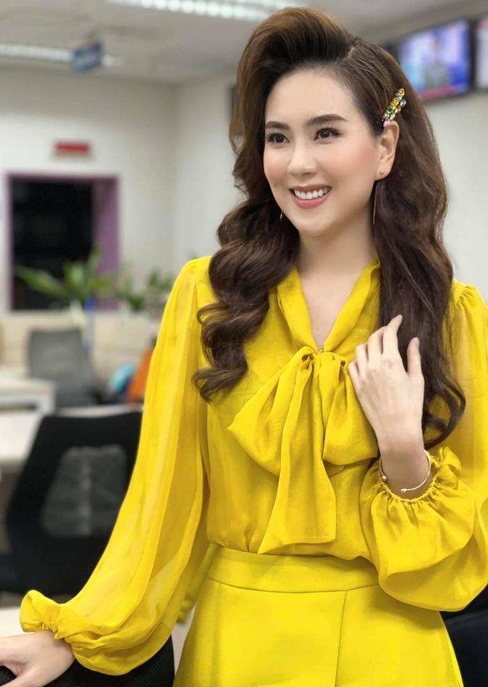 MC VTV Mai Ngọc tiết lộ điều bất ngờ khi lên sóng: Đi làm 9 năm, trang phục chưa bao giờ trùng lặp Ảnh 3