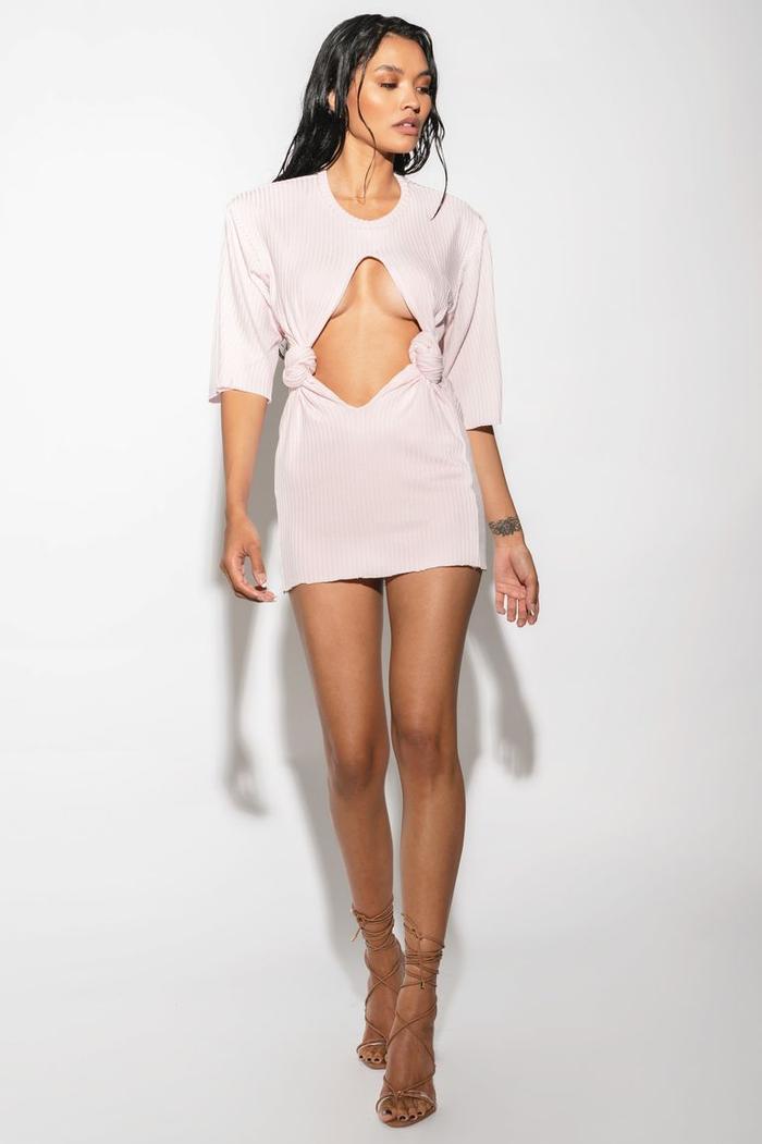 Cách chọn áo bra 'không trượt phát nào' cho 7 kiểu váy khó nhằn nhất Ảnh 16