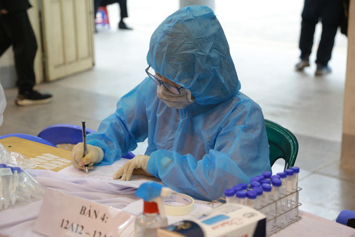Trưa 26/8: Hà Nội ghi nhận 33 ca dương tính mới với SARS-CoV-2, trong đó 23 ca tại cộng đồng Ảnh 1
