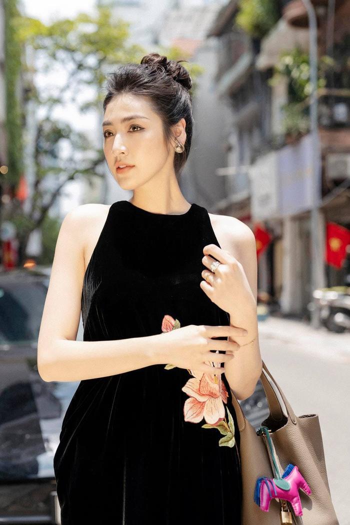 Mẹ ruột Á hậu Tú Anh tiết lộ quá khứ thi Hoa hậu đầy nước mắt của con gái Ảnh 9