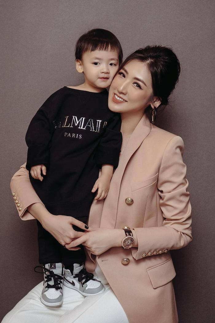 Mẹ ruột Á hậu Tú Anh tiết lộ quá khứ thi Hoa hậu đầy nước mắt của con gái Ảnh 8