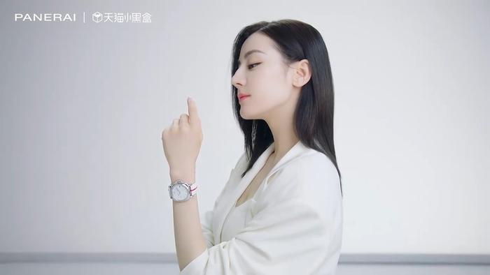 Địch Lệ Nhiệt Ba là nữ đại diện phát ngôn toàn cầu đầu tiên của thương hiệu xa xỉ Ảnh 6