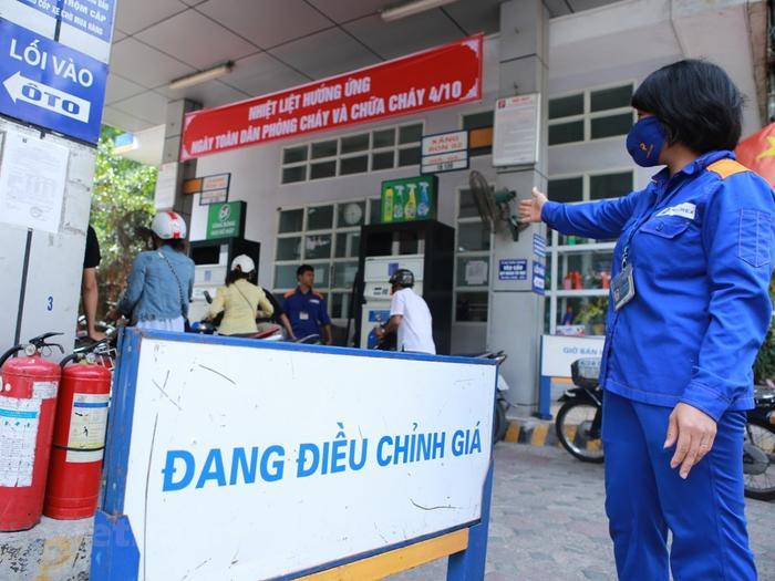 Từ 15h hôm nay (26/8), xăng dầu đồng loạt giảm giá Ảnh 1