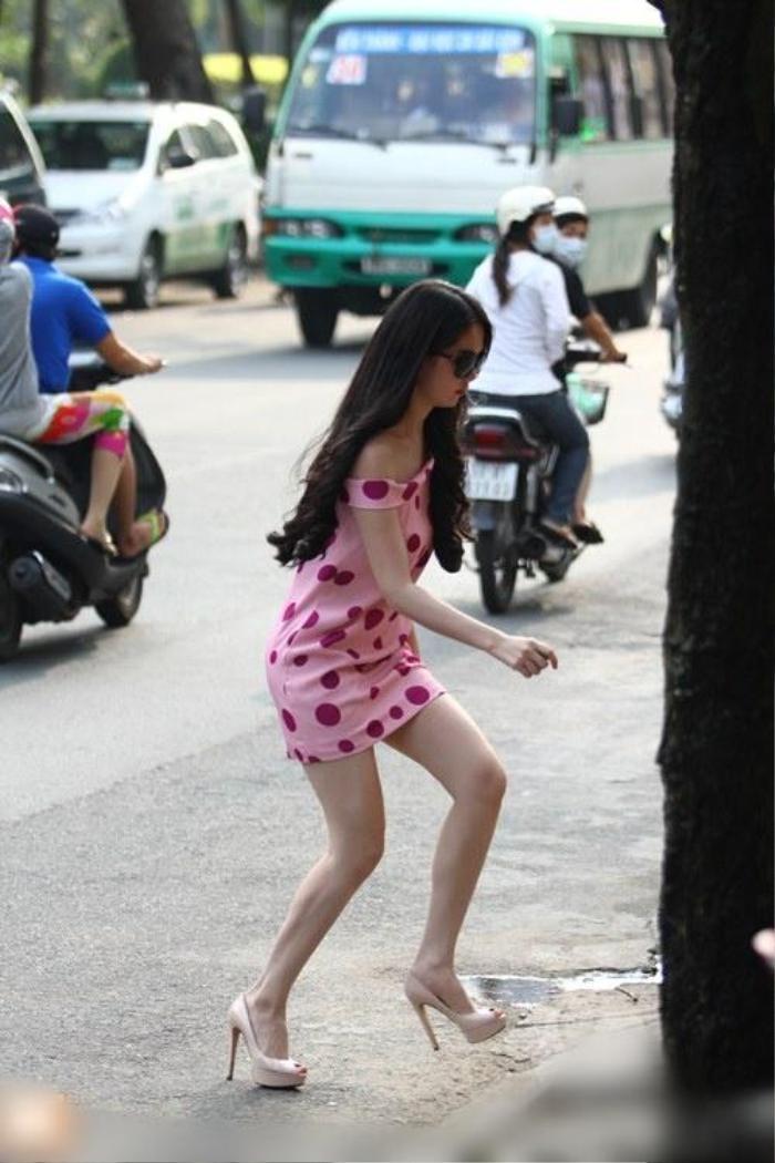 Ngọc Trinh nhiều lần suýt vồ ếch vì những đôi giầy cao gót xịn xò đắt đỏ Ảnh 7