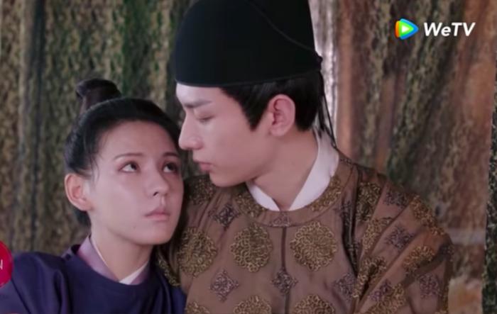 Netizen đỏ mắt trước cảnh Thành Nghị 'cởi banh áo' trước mặt Trương Dư Hi trong 'Dữ quân ca'