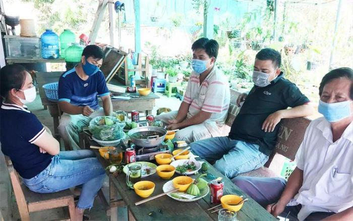 Cách chức Hiệu trưởng tổ chức ăn nhậu tại căn-tin trường trong thời gian giãn cách xã hội Ảnh 1