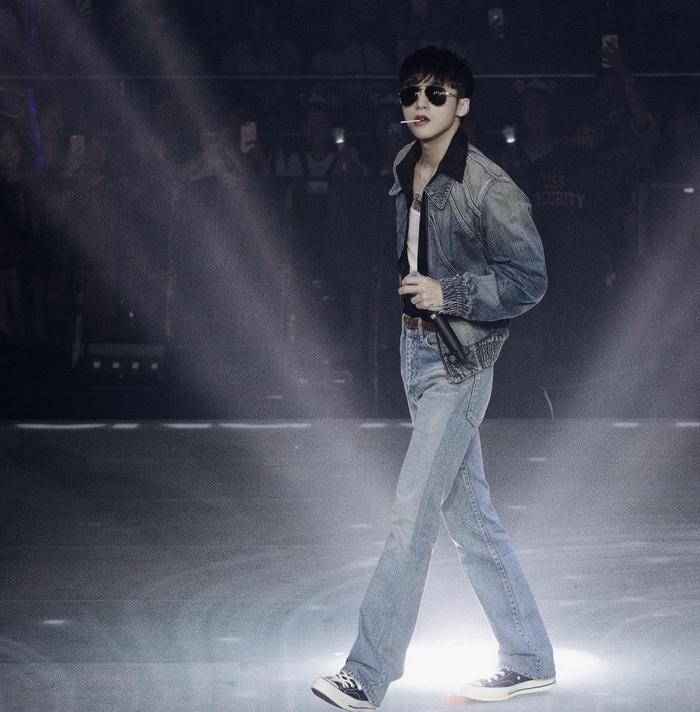 Đang hát thì bị nhảy âm thanh, Sơn Tùng có màn xử lý cực chuyên nghiệp khiến khán giả khen ngợi
