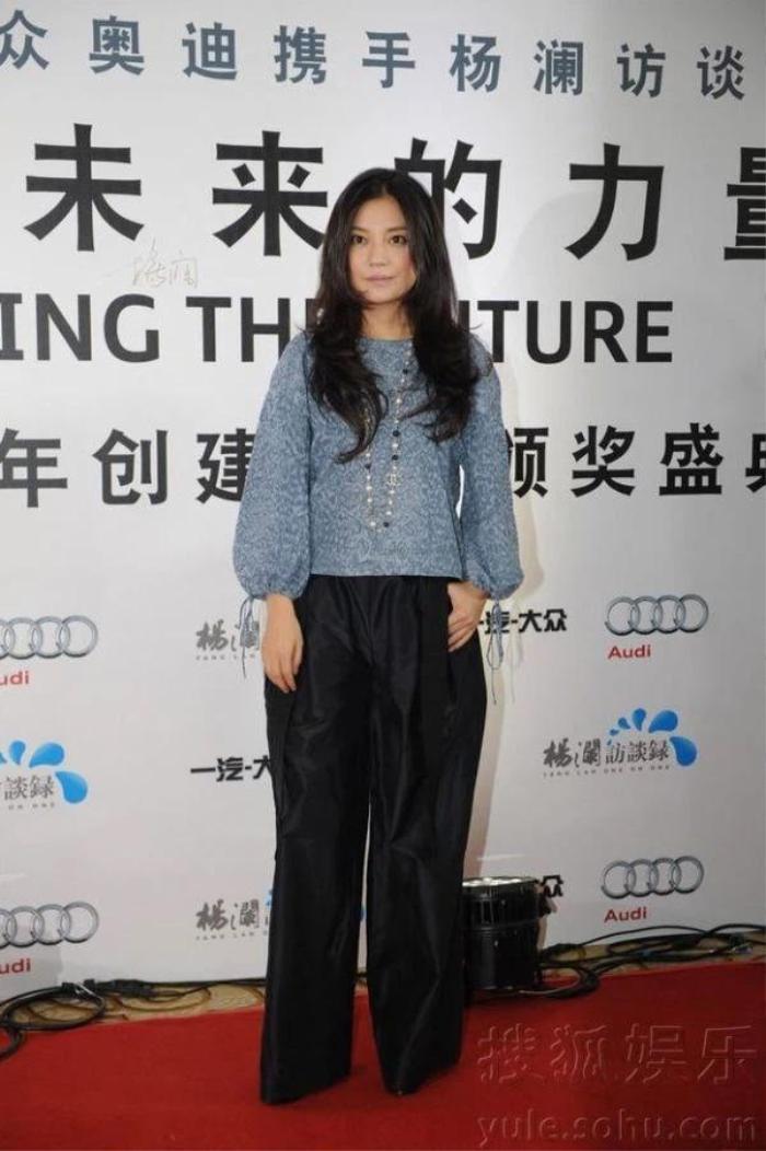 Trước khi bị 'phong sát', Triệu Vy từng bị tẩy chay vì mặc váy in quốc kỳ khiếm nhã Ảnh 4