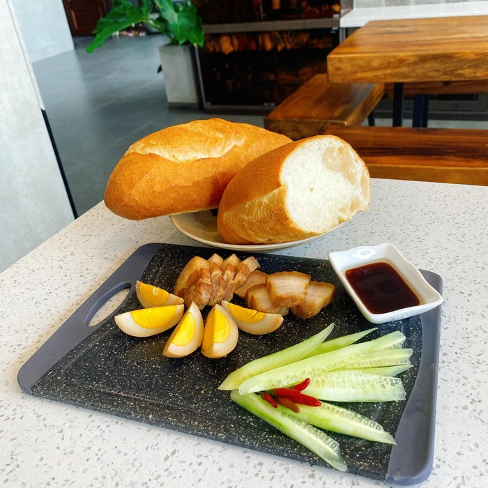 Suốt mùa dịch, Lê Phương phải vào bếp làm hoài một món để chiều chồng trẻ Ảnh 4