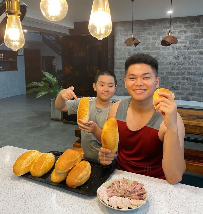 Suốt mùa dịch, Lê Phương phải vào bếp làm hoài một món để chiều chồng trẻ Ảnh 7