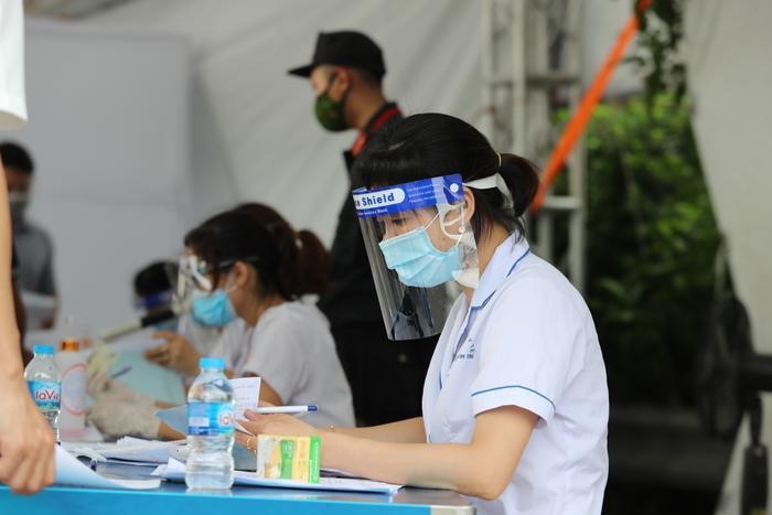 Trưa 27/8: Hà Nội ghi nhận 32 ca dương tính mới với SARS-CoV-2, trong đó 18 ca tại cộng đồng Ảnh 1