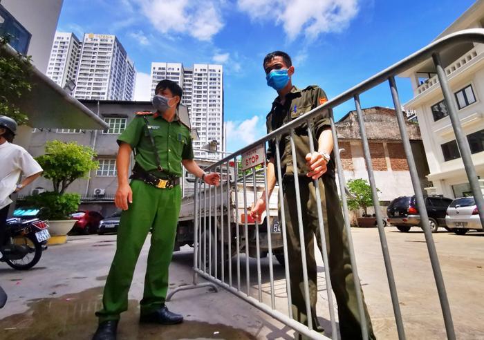 Hà Nội cách ly y tế 492 hộ dân với gần 2.000 nhân khẩu tại quận Hoàng Mai liên quan Covid-19 Ảnh 1