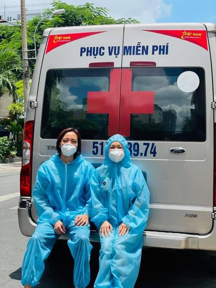 Xúc động câu chuyện vợ chồng Việt Hương giúp Phi Nhung chuyển viện giữa đêm Ảnh 1