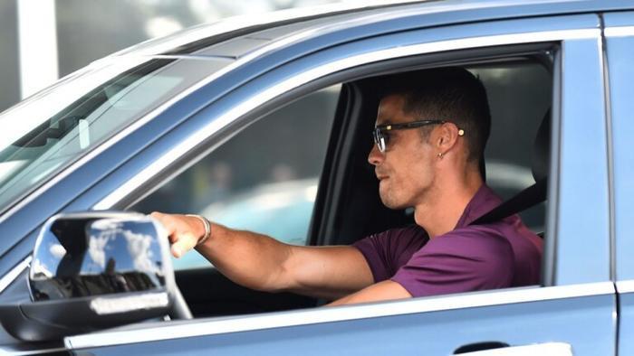 NÓNG: MU bất ngờ nhảy vào tranh Ronaldo với Man City Ảnh 1