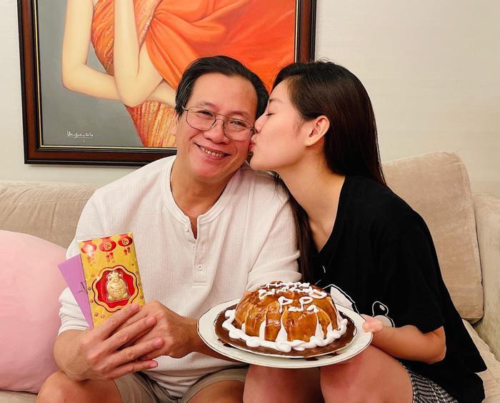 Sinh nhật ba, Hoa hậu Khánh Vân làm tặng bánh kem kèm lời nhắn ngọt ngào Ảnh 5