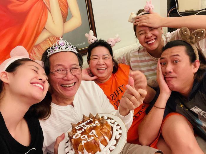 Sinh nhật ba, Hoa hậu Khánh Vân làm tặng bánh kem kèm lời nhắn ngọt ngào Ảnh 3