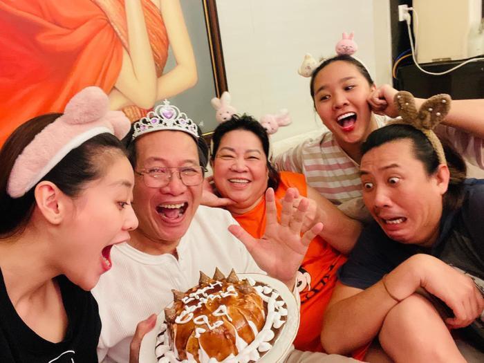 Sinh nhật ba, Hoa hậu Khánh Vân làm tặng bánh kem kèm lời nhắn ngọt ngào Ảnh 2