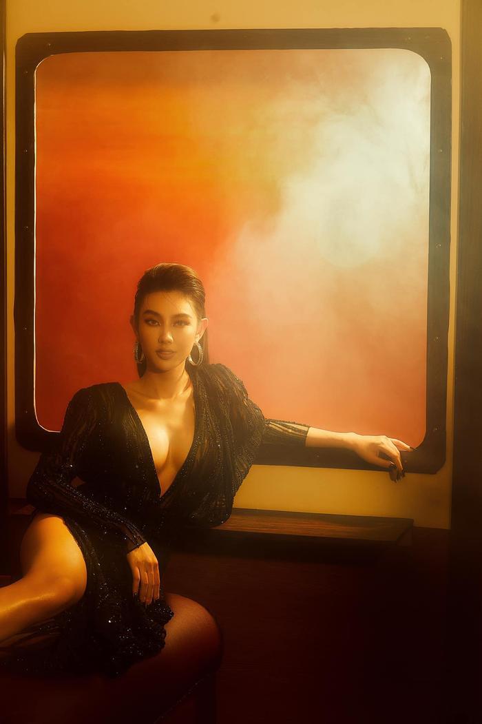 Nguyễn Thúc Thùy Tiên đãi mắt fans loạt ảnh đẹp ná thở, đúng chuẩn beauty queen Ảnh 2