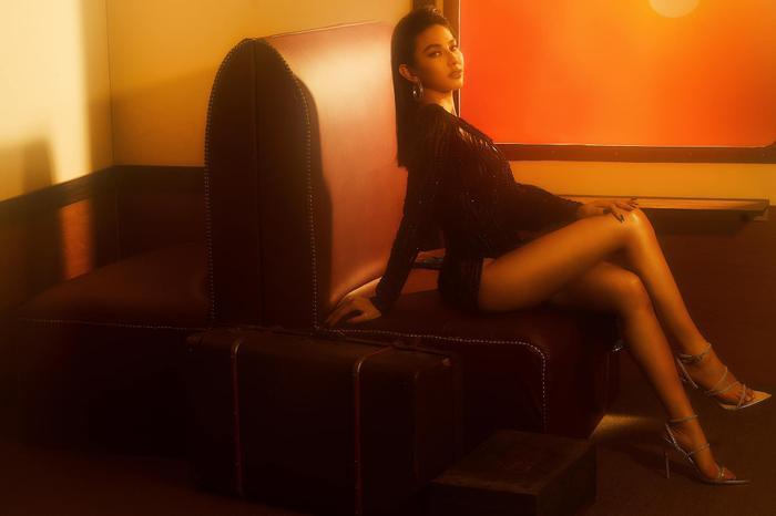 Nguyễn Thúc Thùy Tiên đãi mắt fans loạt ảnh đẹp ná thở, đúng chuẩn beauty queen Ảnh 5