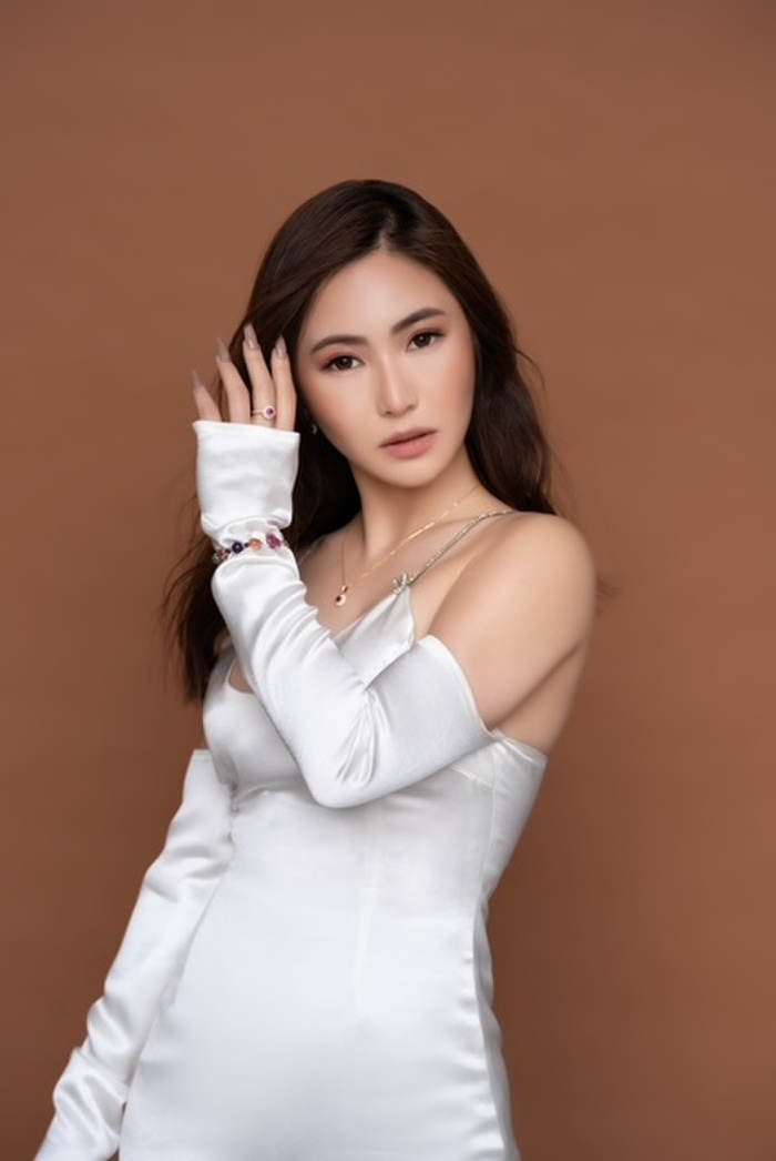 Hương Tràm lên tiếng về đổi nghệ danh mới 'Charmy Pham', khẳng định không bỏ 'thương hiệu cũ' Ảnh 3