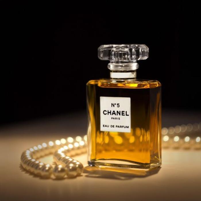 Nguồn cung hoa nhài khan hiếm, Chanel vội vàng mua thêm đất để cứu nước hoa Ảnh 1