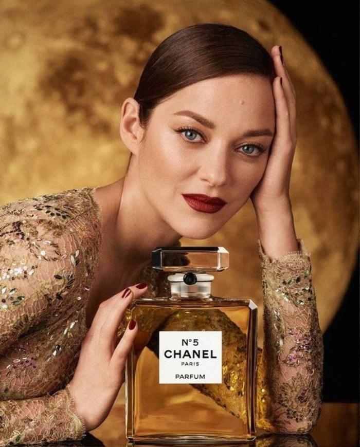 Nguồn cung hoa nhài khan hiếm, Chanel vội vàng mua thêm đất để cứu nước hoa Ảnh 2