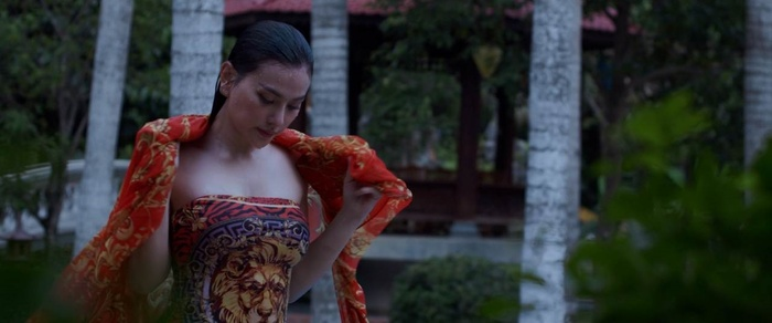 Ưng Hoàng Phúc phát điên, Thu Thủy hóa người tình của ông trùm trong phim tâm lý tội phạm 'Sói già' Ảnh 8