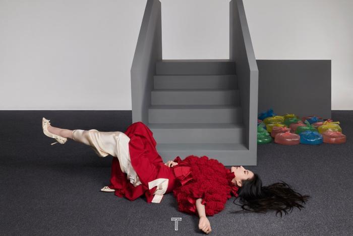 Lưu Diệc Phi mang high fashion xuất hiện trên tạp chí T số Kim Cửu Ảnh 4