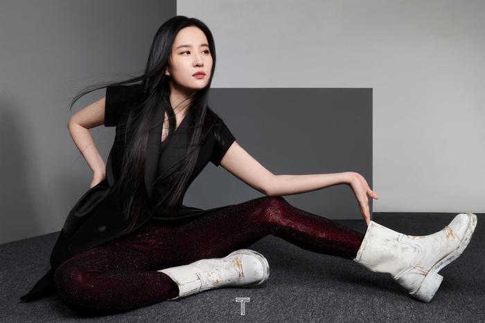 Lưu Diệc Phi mang high fashion xuất hiện trên tạp chí T số Kim Cửu Ảnh 2
